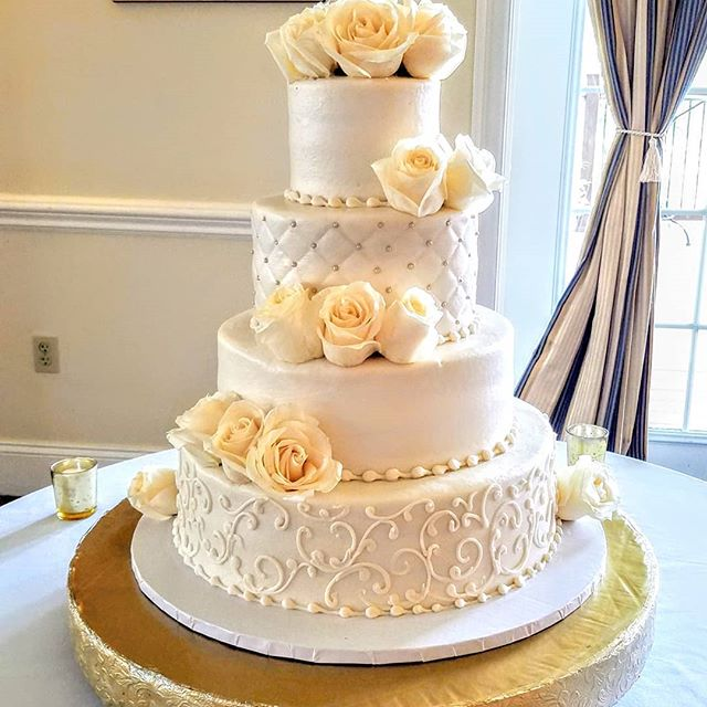Elegant white accented with gold #buttercreamcake