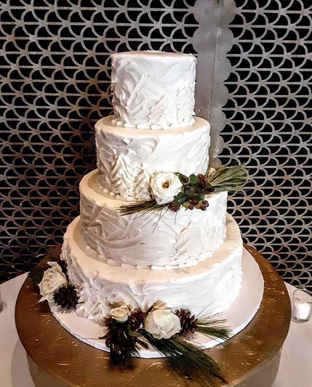 Throwback to a gorgeous #winterwhiteweddingcake from last weekend-when it was sunny and 60 degrees!